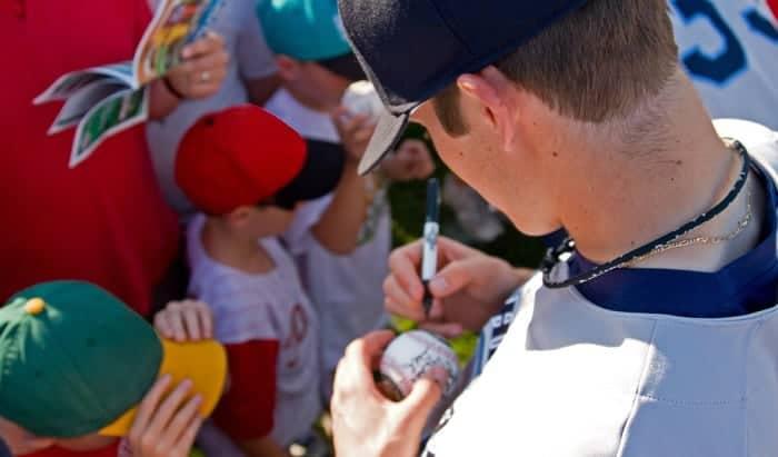 best-pen-for-signing-baseballs