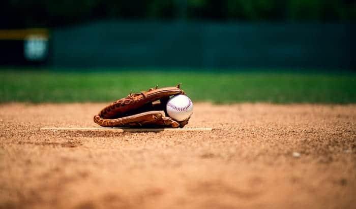 men's-baseball-glove