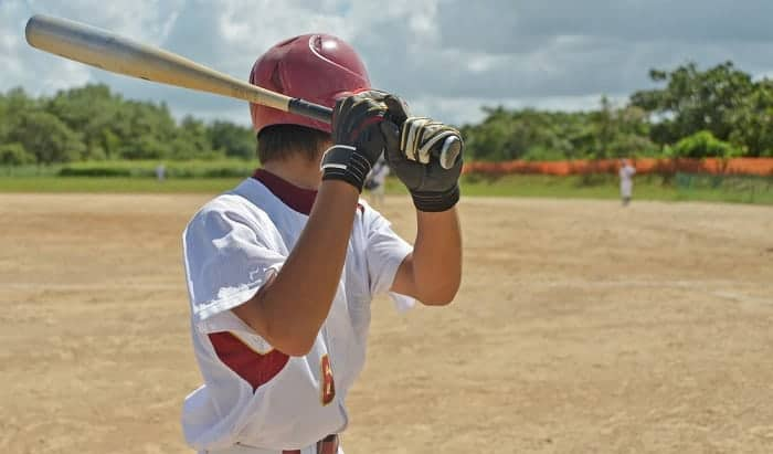 how to swing a baseball bat