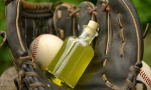 how to oil a baseball glove