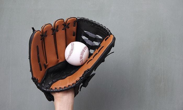 oiling-a-baseball-glove